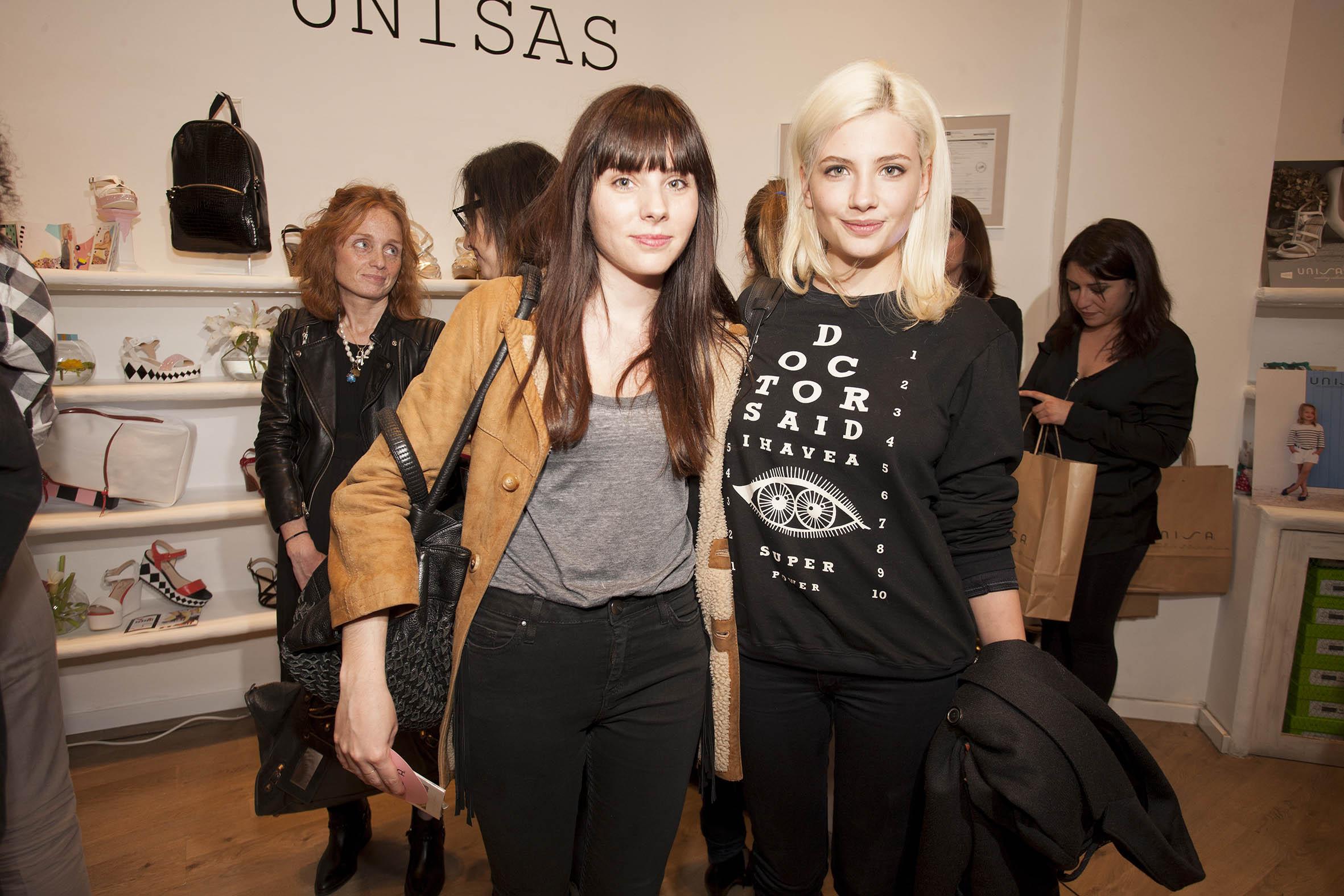 Miriam Giovanelli y amiga
