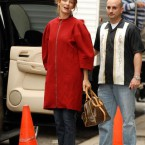 uma_thurman_looks_gorgeous_in_birkenstocks